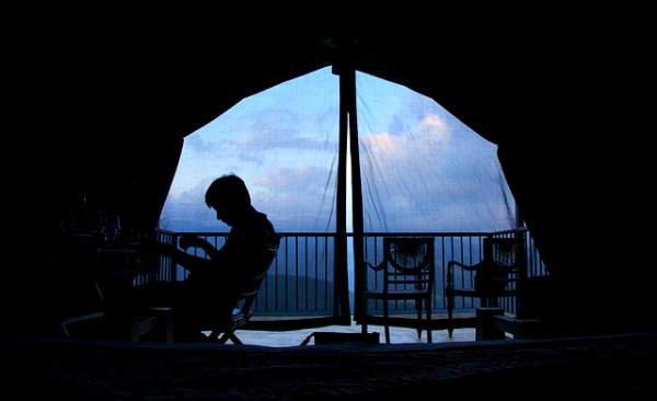 Più privacy sul balcone, idee per renderlo un angolo di relax